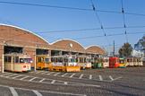 Straßenbahndepot mit verschiedenen Straßenbahnen